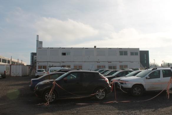 Les préfabriqués où se trouvent les bureaux d'Eiffage